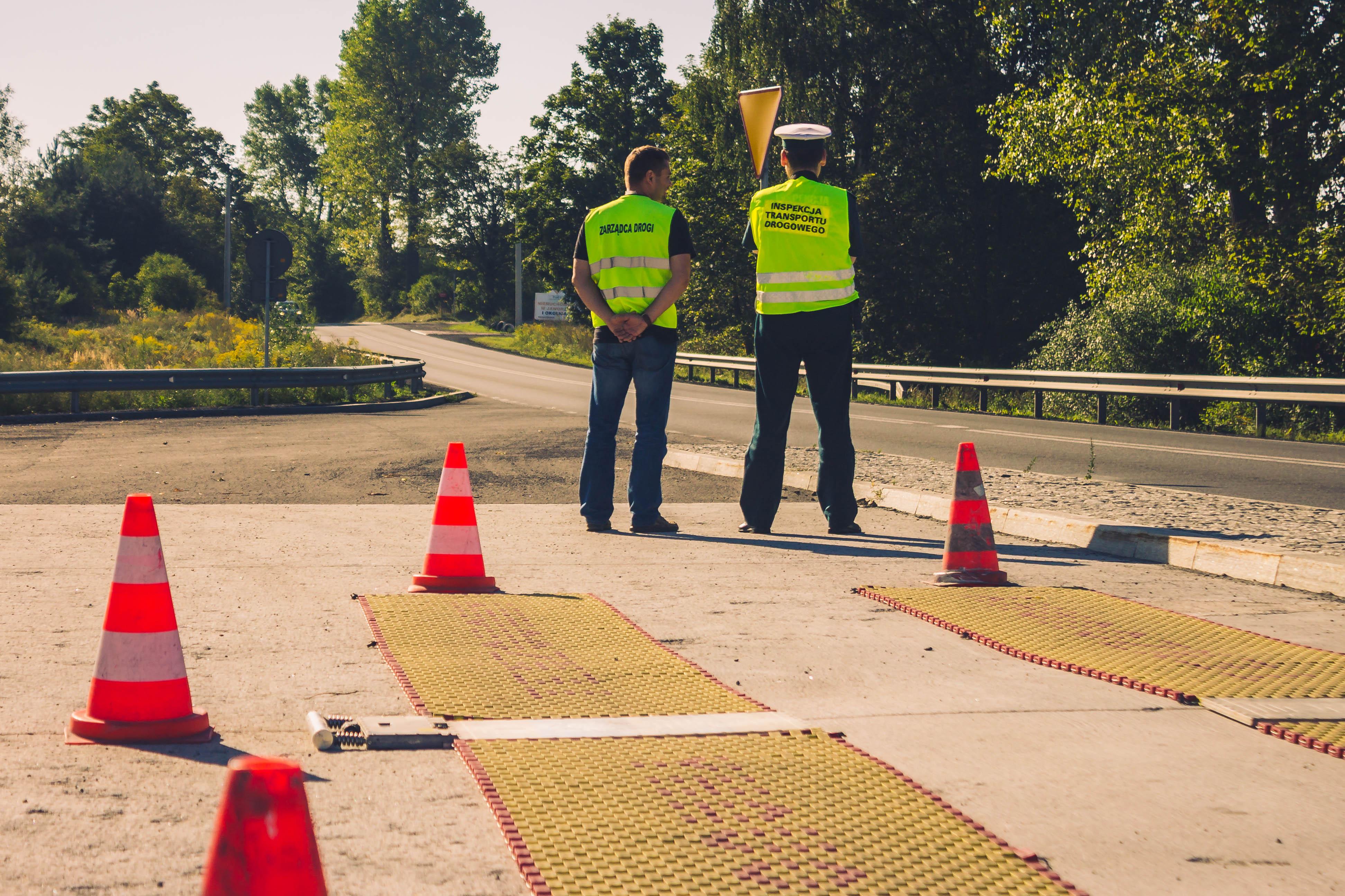Eliminowanie ruchu pojazdów przeciążonych – działania miejskie