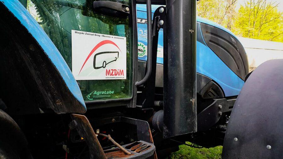 na zdjęciu widać traktor MZDiM