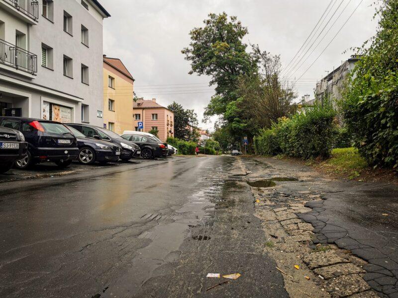 Na zdjęciu widać ulicę Powstańców Śląskich