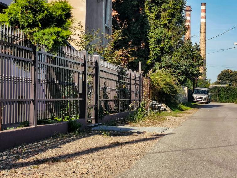 Na zdjęciu widać miejsce w którym powstanie nowy chodnik na ulicy wróblewskiego