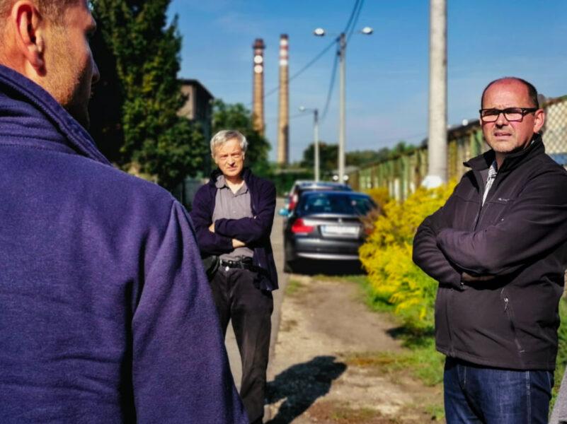 Zdjęcie przedstawia spotkanie Radnego tdeusza kaczmarka z mieszkańcami na ulicy wróblewskiego